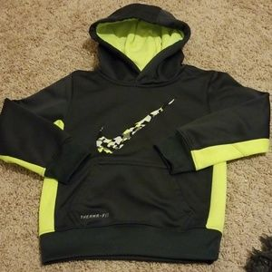 Boy's Nike Therma-Fit hoodie Size 4t
